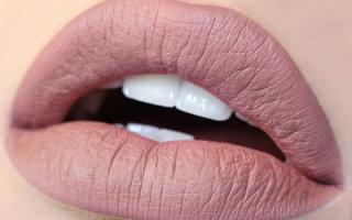 Из чего делают помаду для губ: состав, виды и особенности