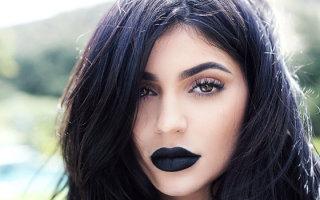 Как использовать черную губную помаду в макияже: правила и особенности