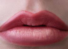 Как проводится процедура акварельного татуажа губ и ее преимущества