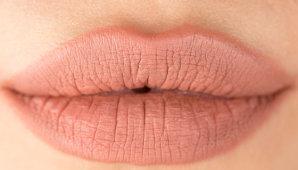 Как подобрать и использовать нюдовую помаду в макияже