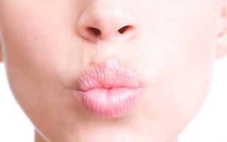 Как ухаживать за кожей губ: обзор средств и домашних рецептов