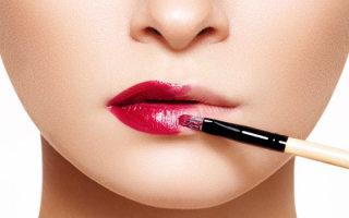 Кисточка для губной помады: основные виды, хранение и уход