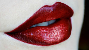 Особенности использование помады цвета марсала в дневном и вечернем макияже