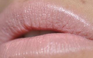 Как выбрать и использовать перламутровую помаду в макияже