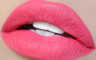 Правила нанесения матовой розовой помады и сочетания цвета с макияжем