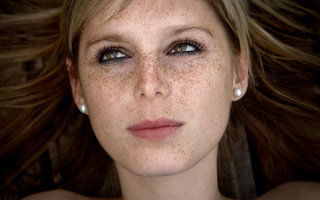 Причины появления и методы избавления от пигментации над губой