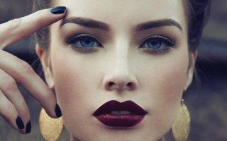 Какая помада подходит брюнеткам: правила выбора под цвет глаз