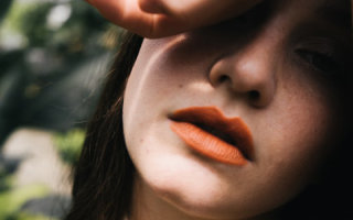 Как выбрать персиковый цвет помады для своего типажа внешности