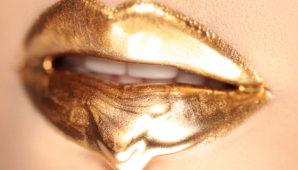 Новый тренд сезона – золотая губная помада