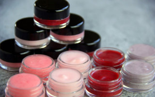 Как самостоятельно сделать блеск для губ: инструкция с ингредиентами