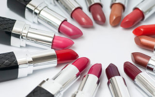 Как выбрать красивую яркую помаду и сочетать ее с другим макияжем
