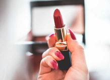 Как красиво накрасить губы: правила и рекомендации