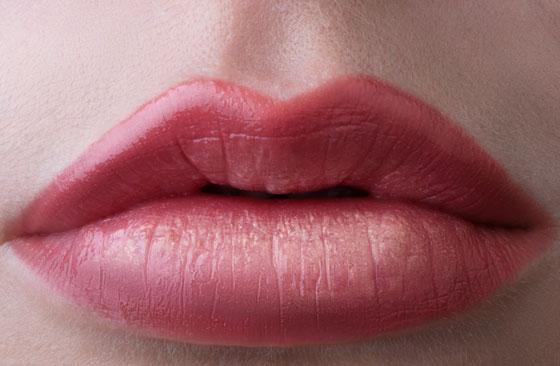 красивый татуаж губ