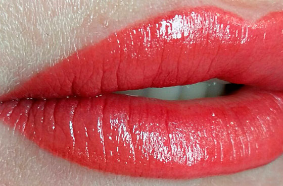 Яркий цвет губ