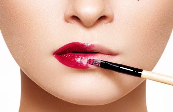 макияж губ кистью
