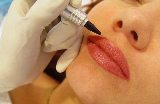 нанесения пигмента на губы