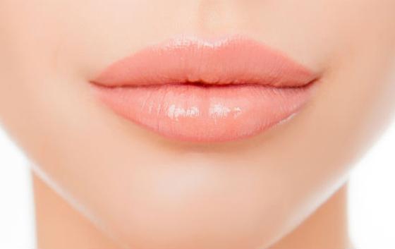визуально увеличить губы помадой