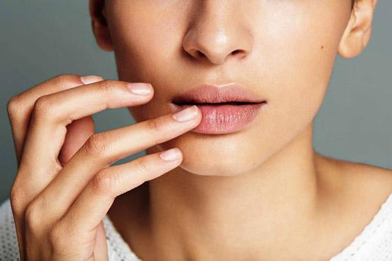 сыпь на нижней губе