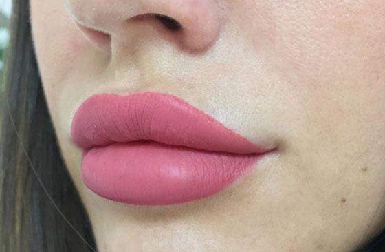Большие розовые губы