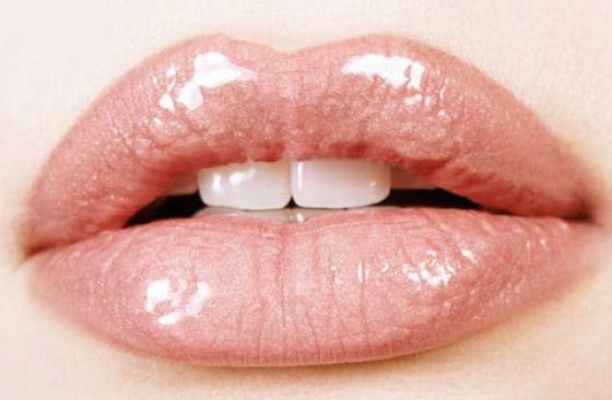 измененная форма губ