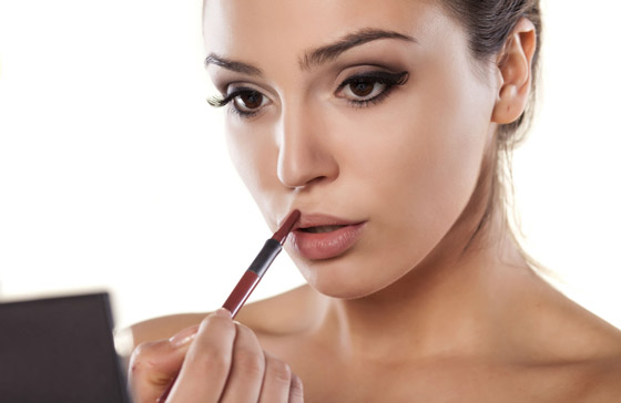 увеличить губы макияжем