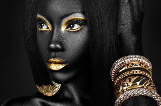 Девушка с золотистым макияжем